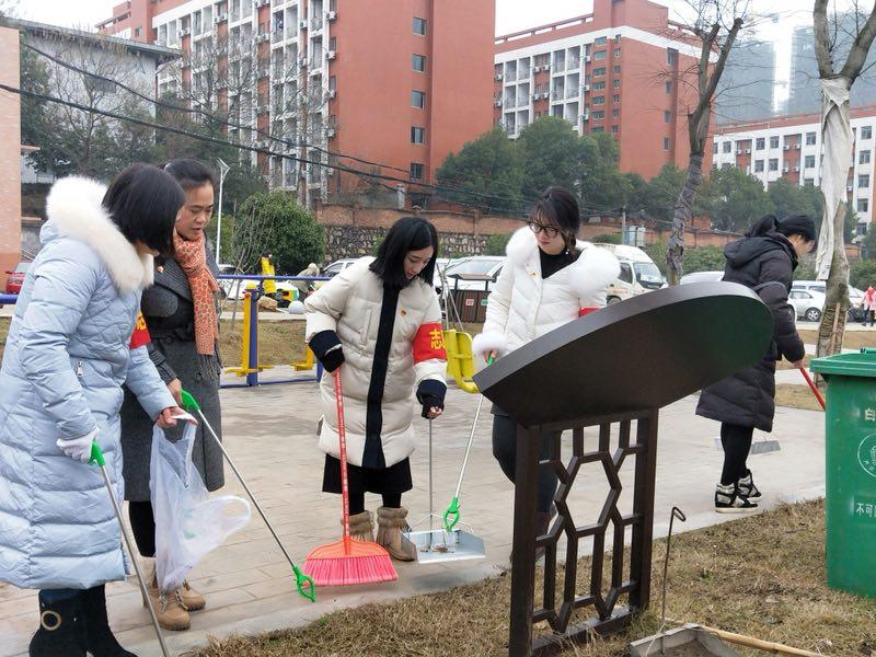 博才白鹤小学:党团教师寒假进社区,志愿服务暖人心